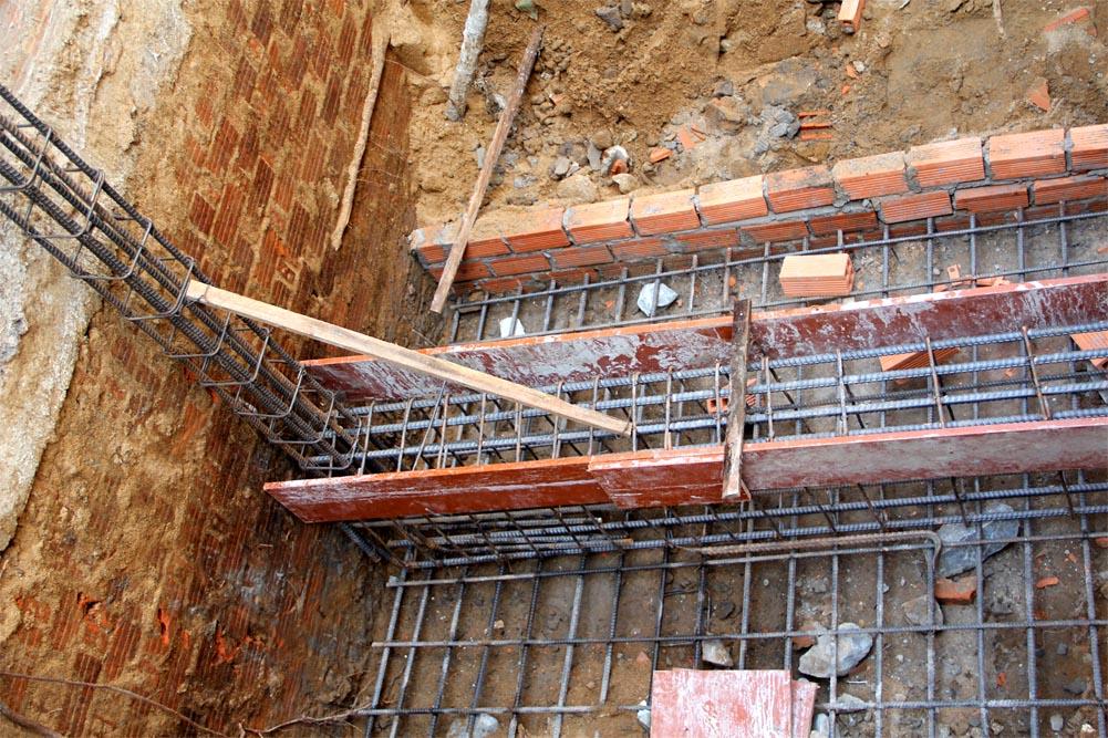 thi công móng trước khi được cấp lại giấy phép xây dựng là sai