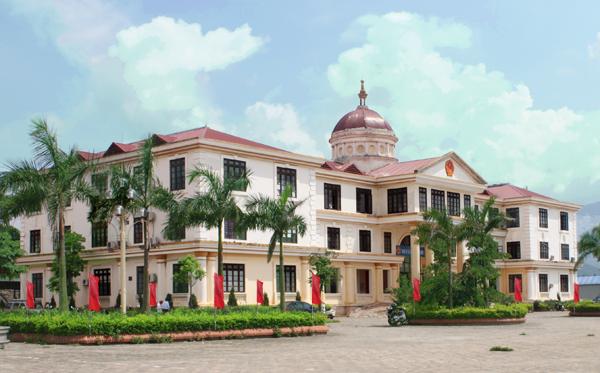 ủy ban nhân dân huyện được quyền cấp phép xây dựng.